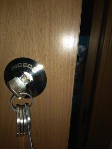 instalación cerradura alta seguridad inceca (2)