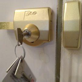 Instalación cerrojo alta seguridad SAG llave tubular